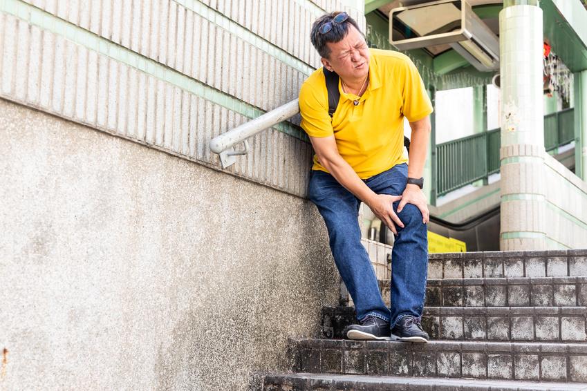 Dolori al ginocchio quando si sale le scale, oltre alla rottura...