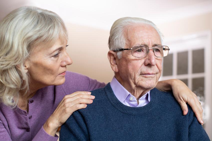 persona anziana depressa