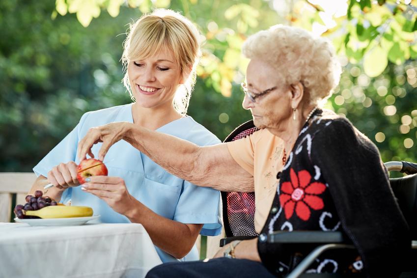 Assistenza anziani: chi si prende cura di loro?