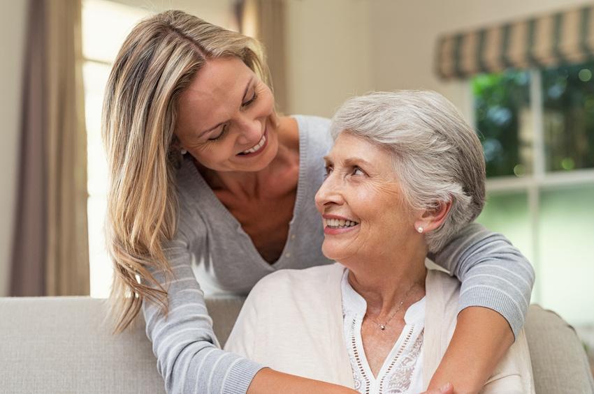 Accudire i genitori anziani tra dovere e amore