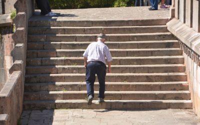 Affanno nel salire le scale: cause, sintomi e soluzioni pratiche