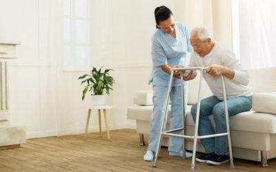 Difficoltà a camminare negli anziani: cosa comportano i disturbi di deambulazione