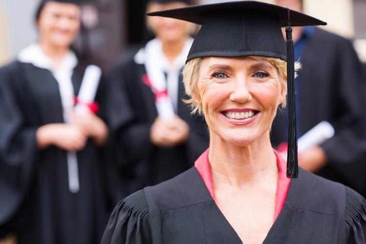 Tornare a studiare a 60 anni: l'università per gli anziani