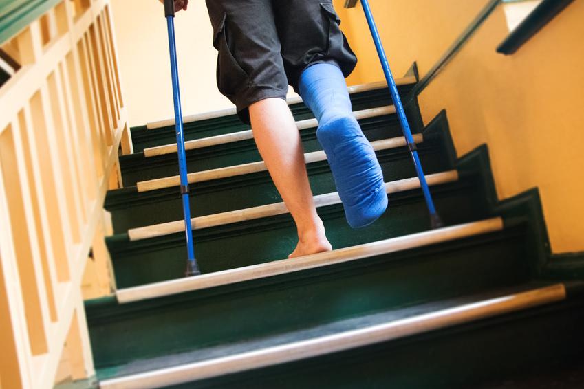 Affrontare le scale con le stampelle: soluzioni per muoversi in libertà